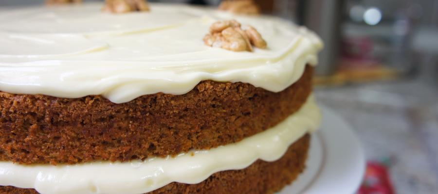 Carrot Cake - Bolo de Cenoura com Nozes e especiarias bunner